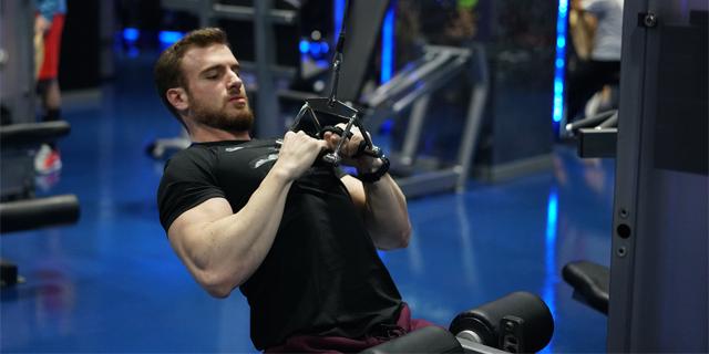 Fotoğraflı Hareket Anlatımı: Close Grip Lat Pulldown